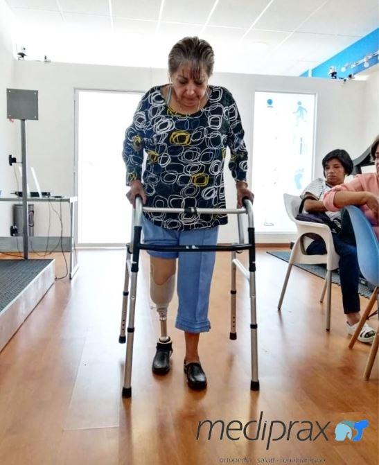 caminando-con-protesis-para-miembro-inferior