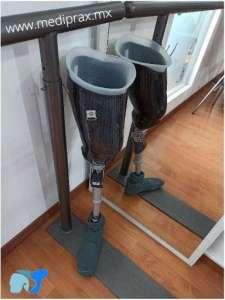 protesis-para-amputación-arriba-de-rodilla-con-bordes-flexibles