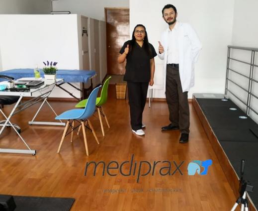 Especialista en ortesis y prótesis, Lic. Samuel Medina y Licenciada en terapia física Coral Romero